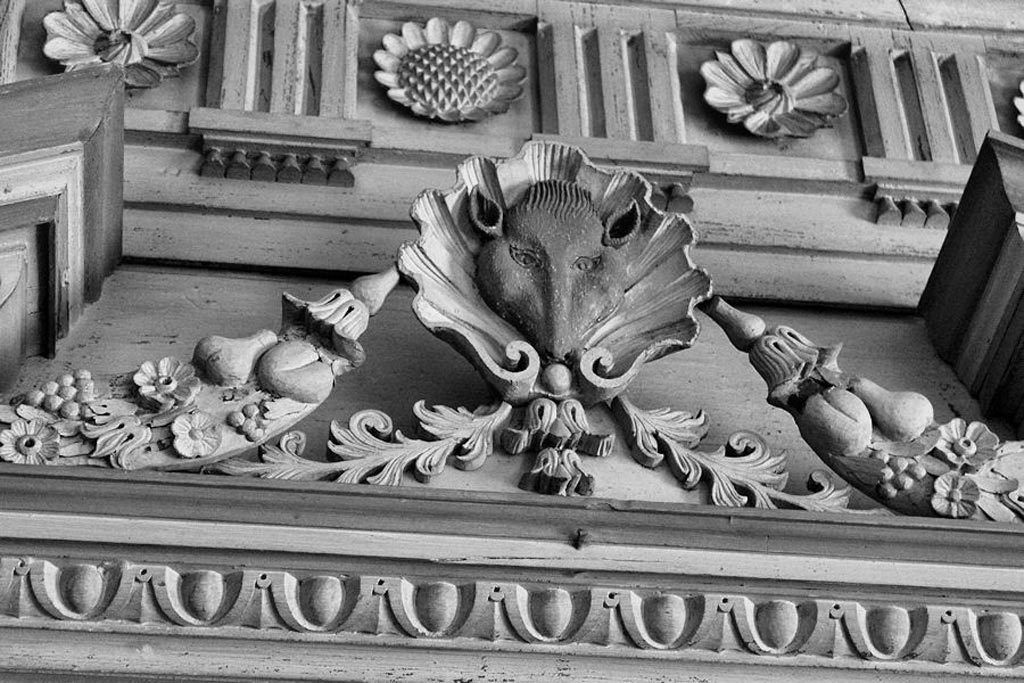 The Fox Head Cartouche caps the overmantle in the Great Hall. Image courtesy of Brandon Coffey & South Carolina Plantations.