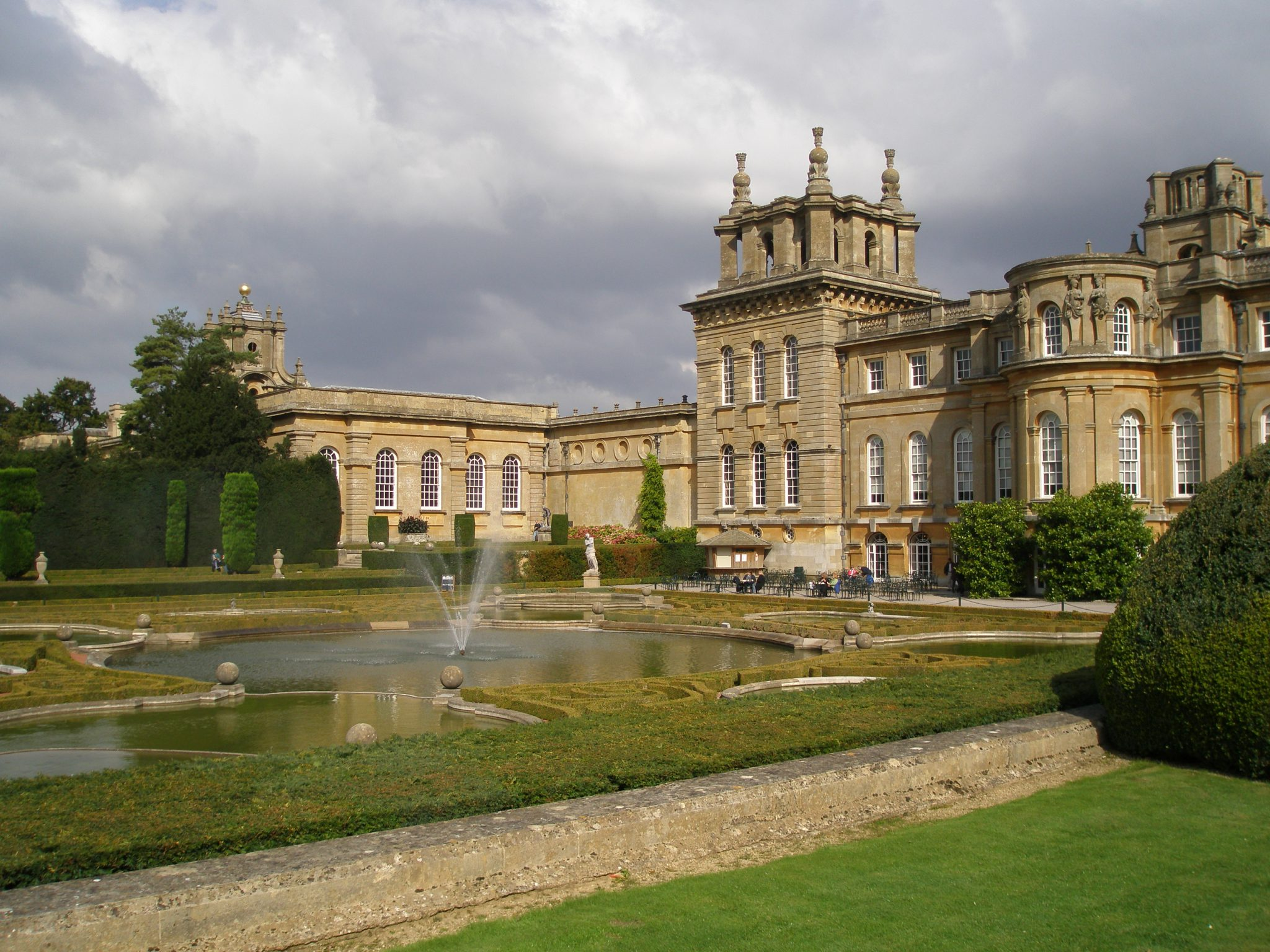 This is just one wing of the enormous Blenheim Palace, in Oxfordshire. As you can see, it's a BIT grander a place than Chartwell is. Winston was born here in 1874. I took this picture during on Sept. 24, 2008...which seems like a million years ago.