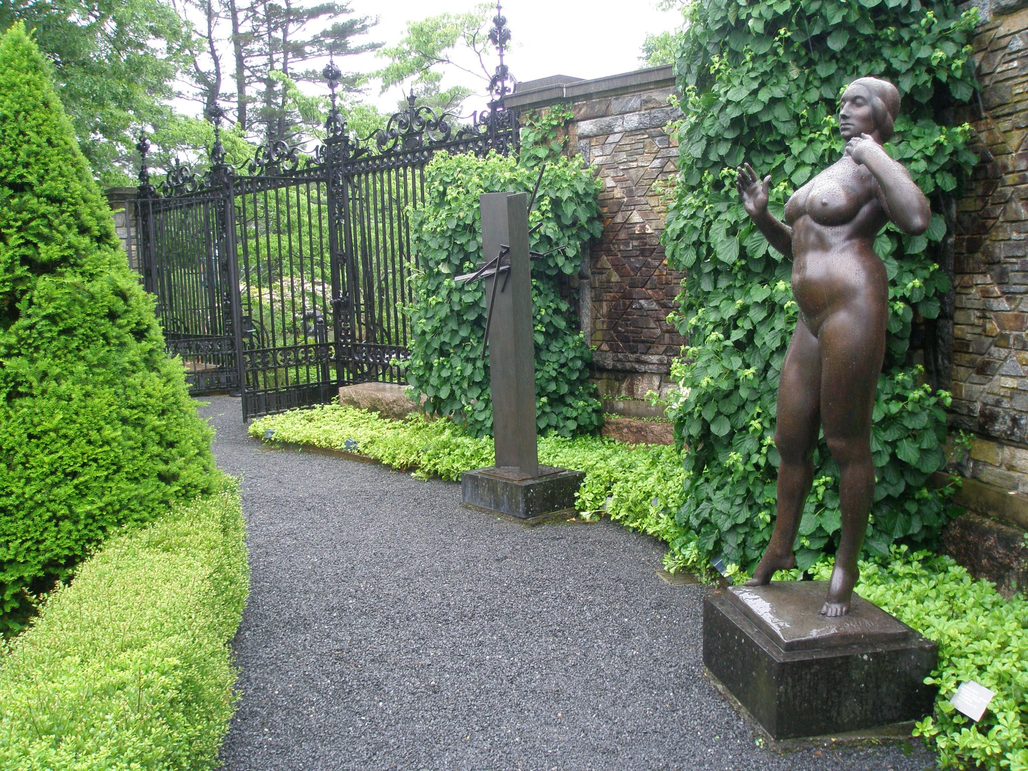 Two's a crowd in the Inner Garden: Gaston Lachaise's STANDING WOMAN (1912-27), with her abstract counterpart