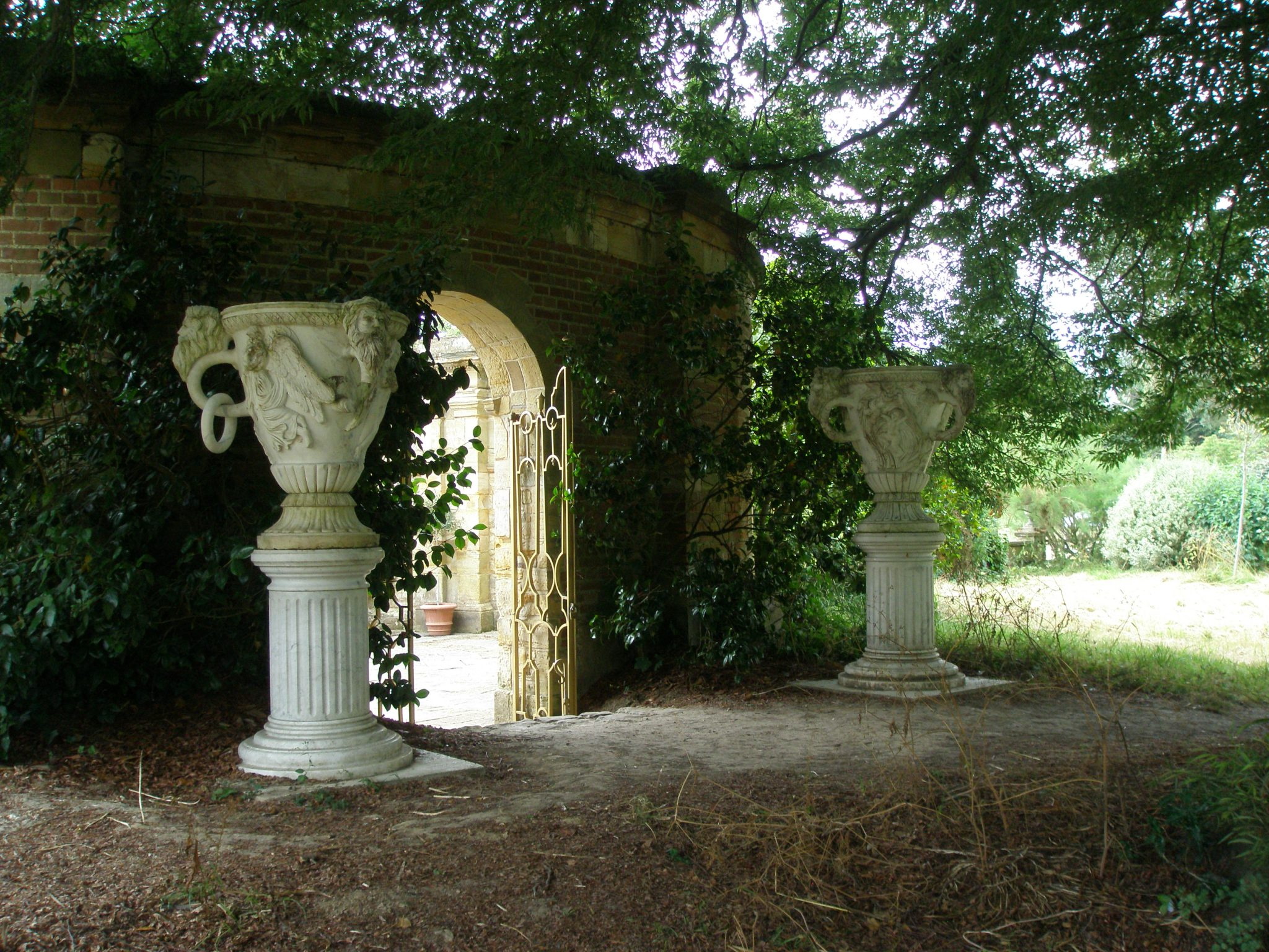 From the round terrace, one can exit the Italian Garden, for a view of the Sixteen Acre Island