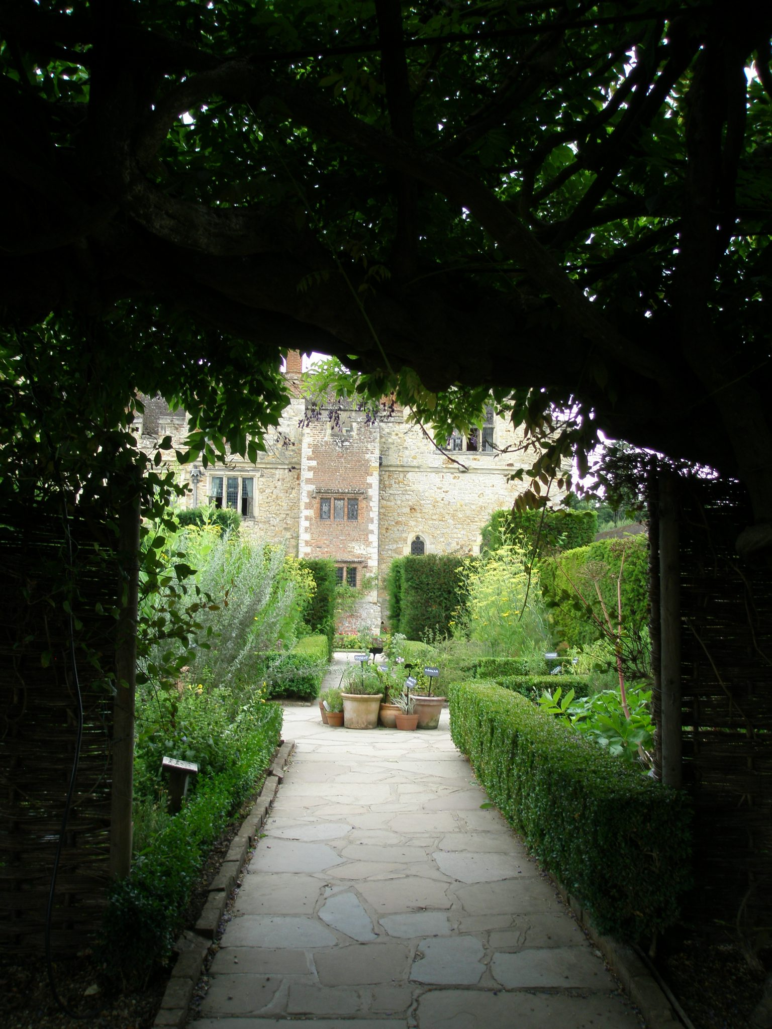 Hedge-Arch in the Tudor Garden
