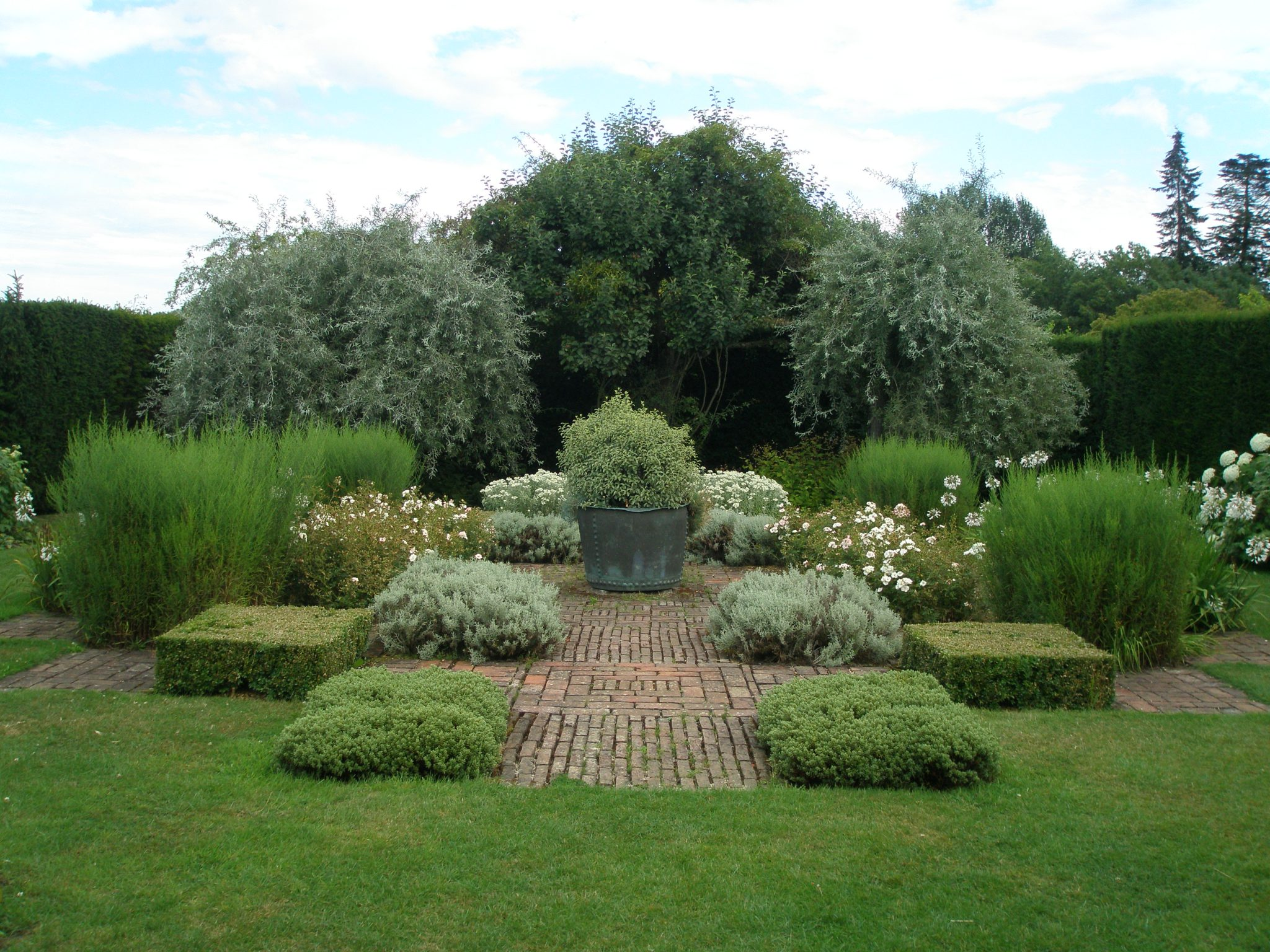 The Grey & White Garden is adjacent to Diana's Bath. This area was designed by John Codrington in the 1970s, with a mix of white, grey and silver plants, all of which were chosen for their drought-resistant qualities.