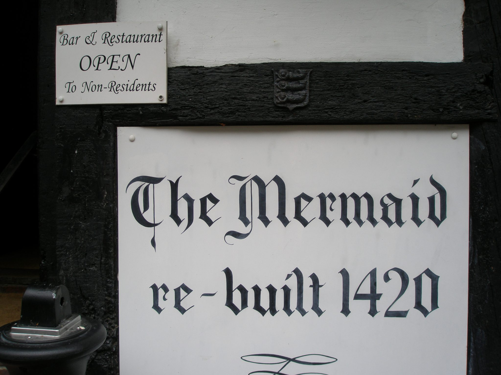 The Mermaid Inn, which was rebuilt in 1420, stands on cellars that were constructed in 1156. During medieval times, the Inn brewed its own ale, and charged a penny a night for lodging.