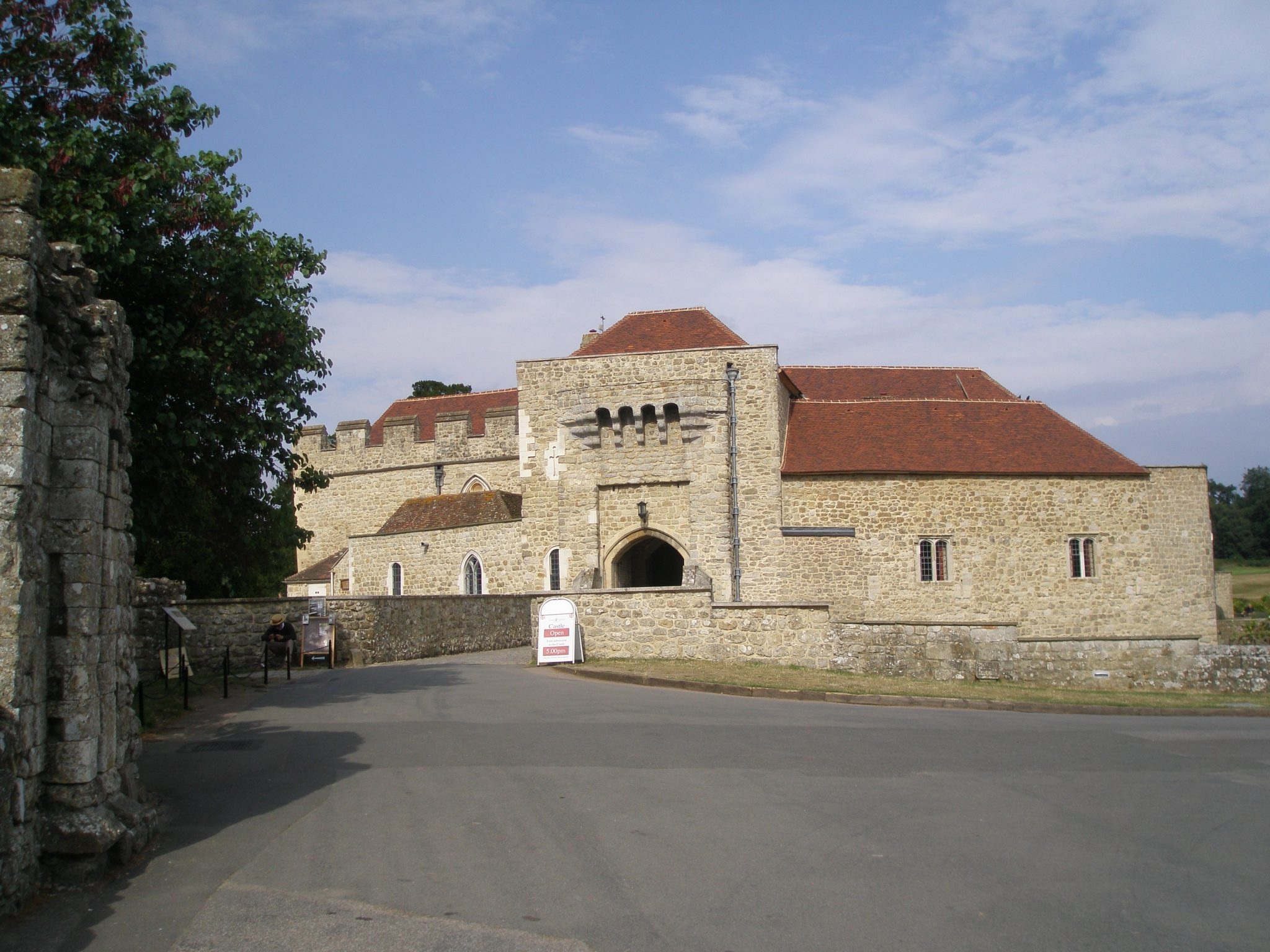 We approach the Gatehouse, part of the original 12th century stronghold, which was then enlarged by Edward I in 1280.