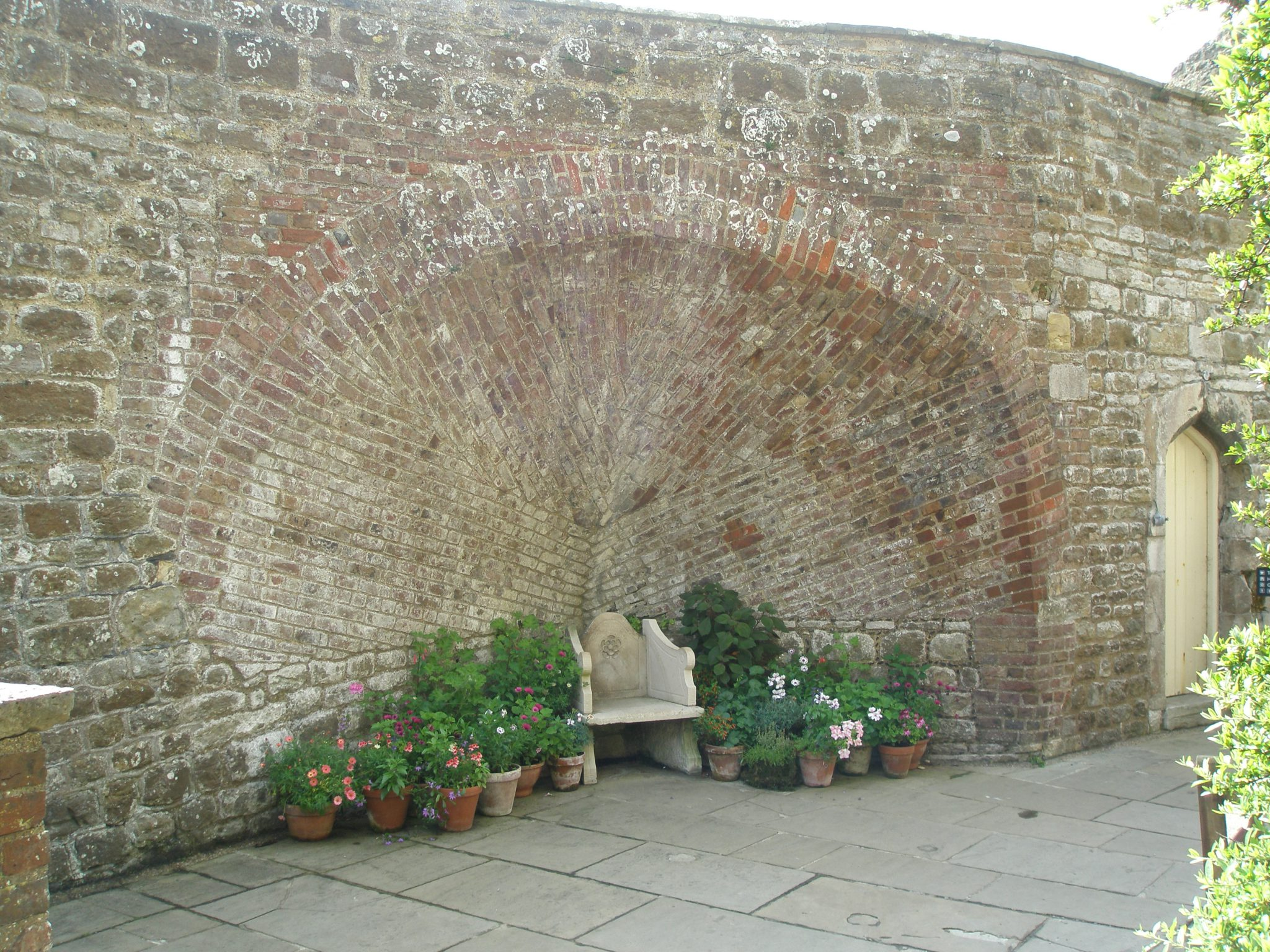 After passing the the Gate House, we were presented with this spectacular demonstration of the Bricklayer's Art: an alcove in the open courtyard that's within the concentric curtain wall of the Castle.
