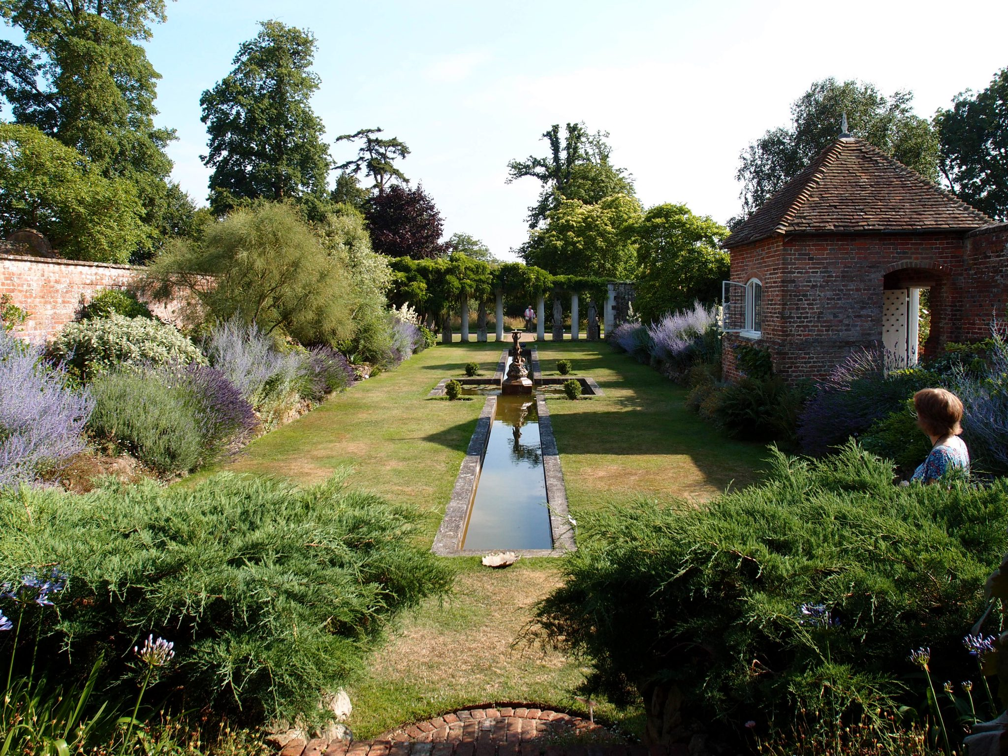 A long view of the Italian Garden....which is a place that I could happily occupy, every day.