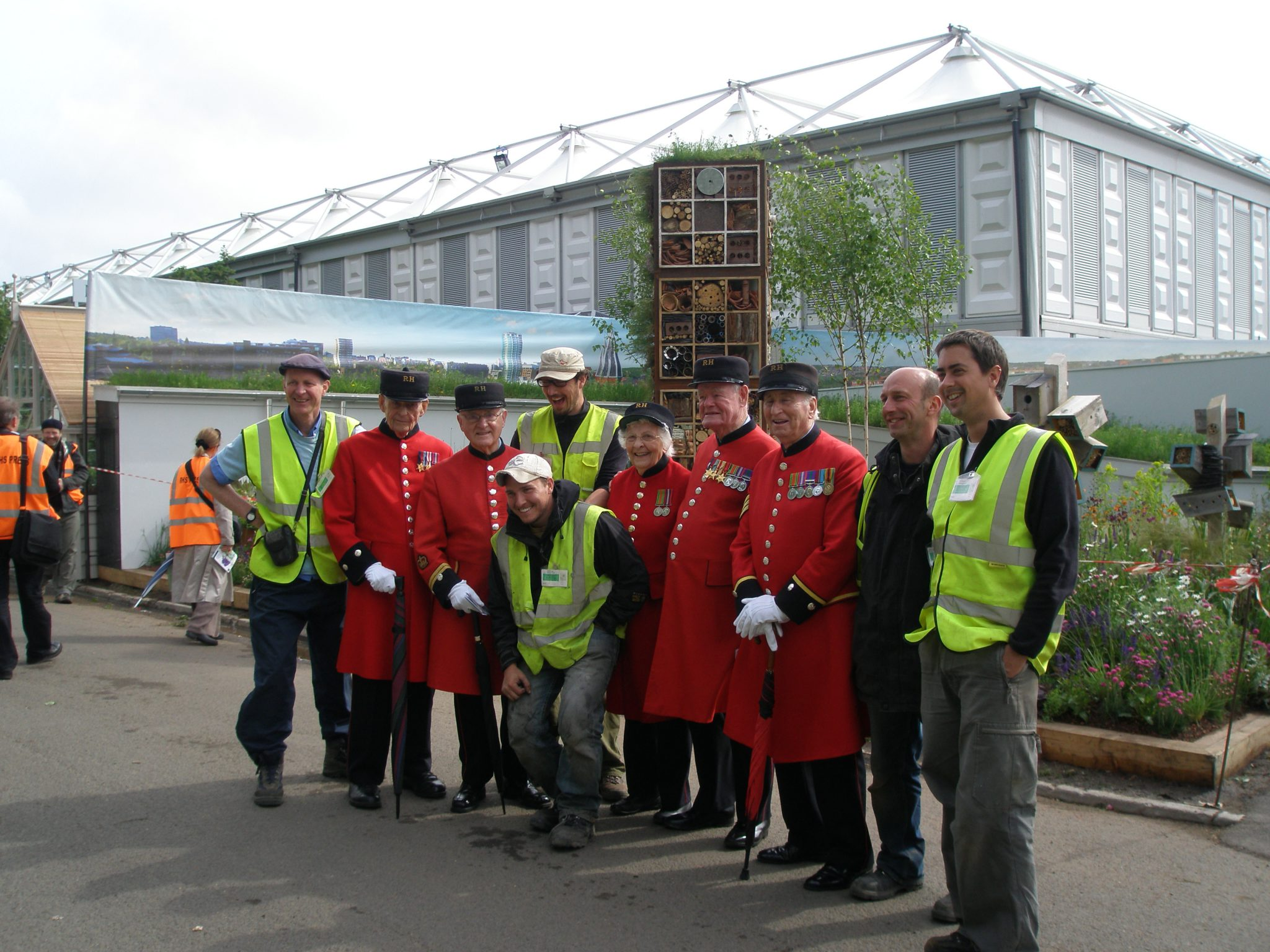 "The Chelsea Pensioners are always the jolliest attendees, at the Flower Show. I took this picture on May 17, 2009, during a build-up dat at the Show, prior to its opening. Here, Pensioners and construction workers say ""Cheese!"""