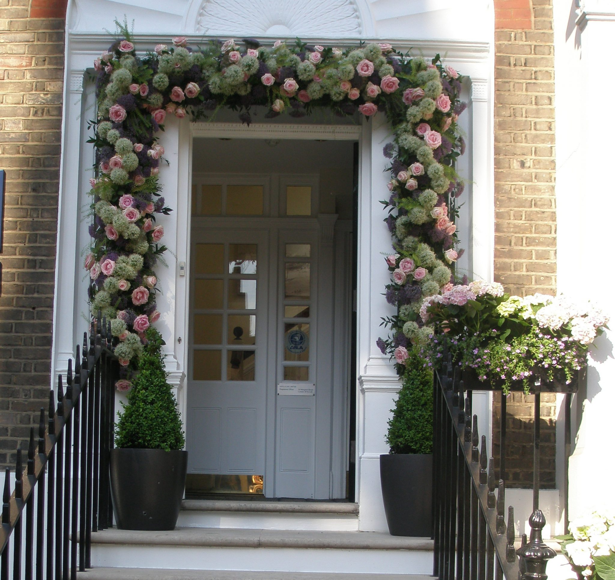 Another doorway, on Sloane Street