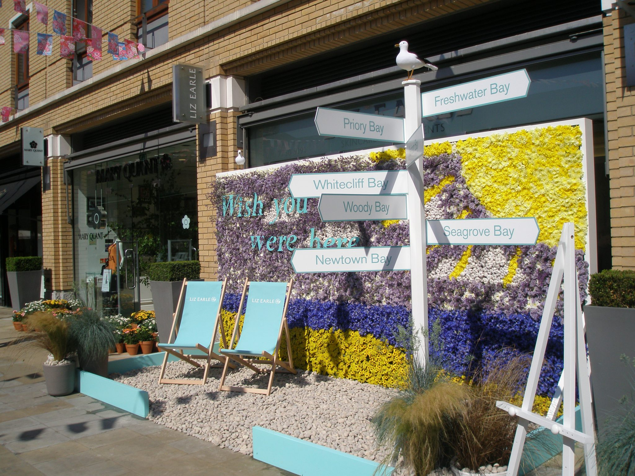 On Duke of York Square, the Liz Earle display, to which the RHS awarded their Silver (aka 2nd Prize), for Chelsea in Bloom. I wasn't inspired by this display...