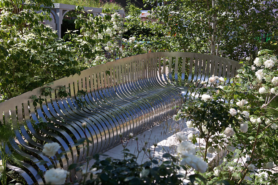 London Square. Designed by Jo Thompson, for London Square. Image courtesy of the RHS.