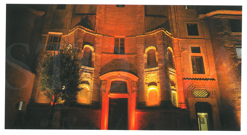 In the front entry courtyard, at night. Image courtesy of the Donna Camilla Savelli Hotel.