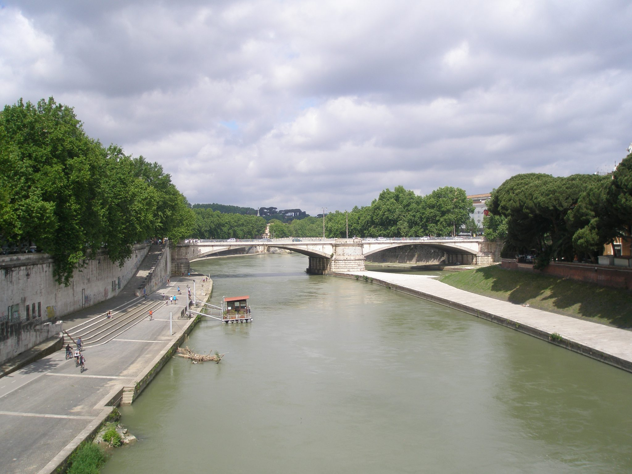 A view of Ponte Garibaldi, which spans the narrow, western end of Isola Tiberina. I took this photo while standing on Ponte Cestio, the footbridge which bisects Tiber Island.