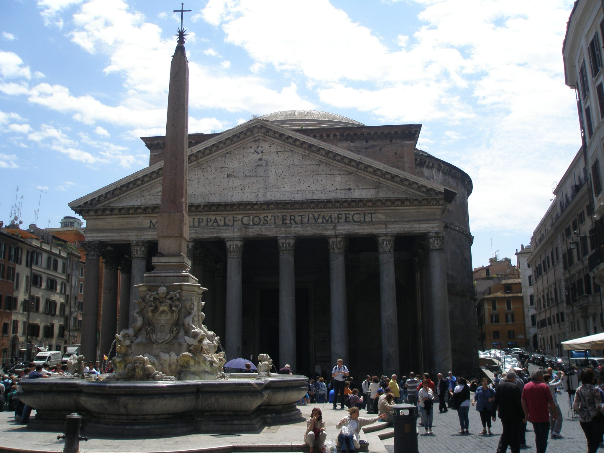 A more complete view of the Fontana del Pantheon
