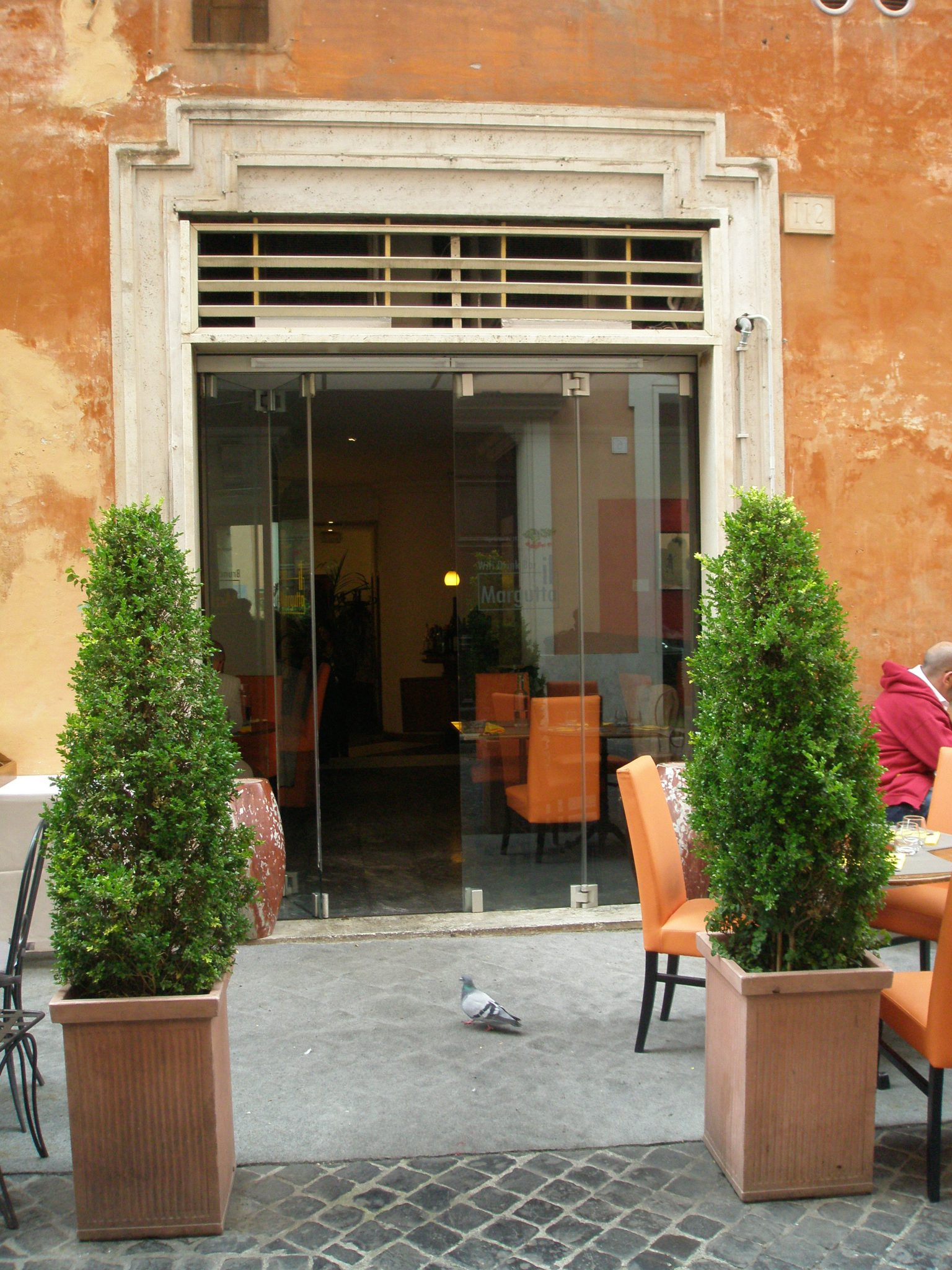 A pigeon points the way into Ristor Arte il Margutta