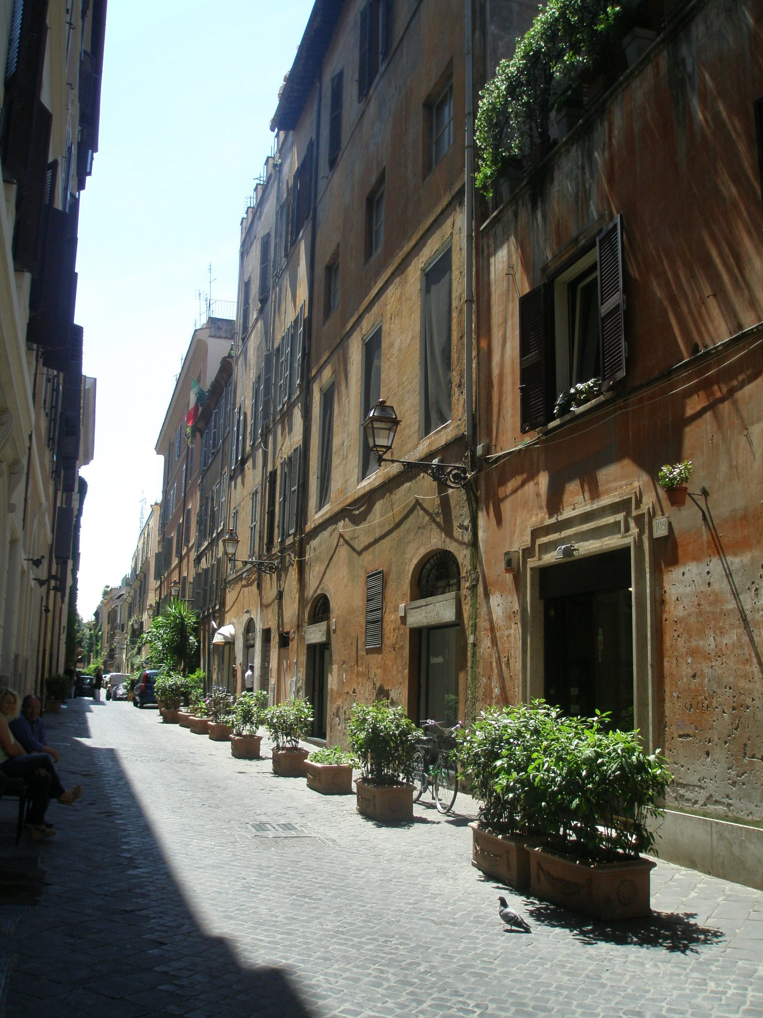 Via Margutta. This narrow street, which runs north-south from just below Piazza del Popolo towards the Spanish Steps, has historically been a place where craftsmen and artists have worked and lived. These days, however, Via Margutta is a Very Posh Neighborhood.