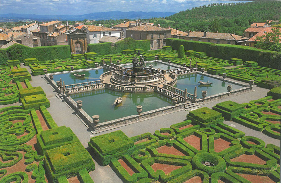 View of the Fountain of the Moors gardens, as seen from the cupola of the Palazzina Gambara. Image courtesy of Il Pegaso Bookshop, in Bagnaia.