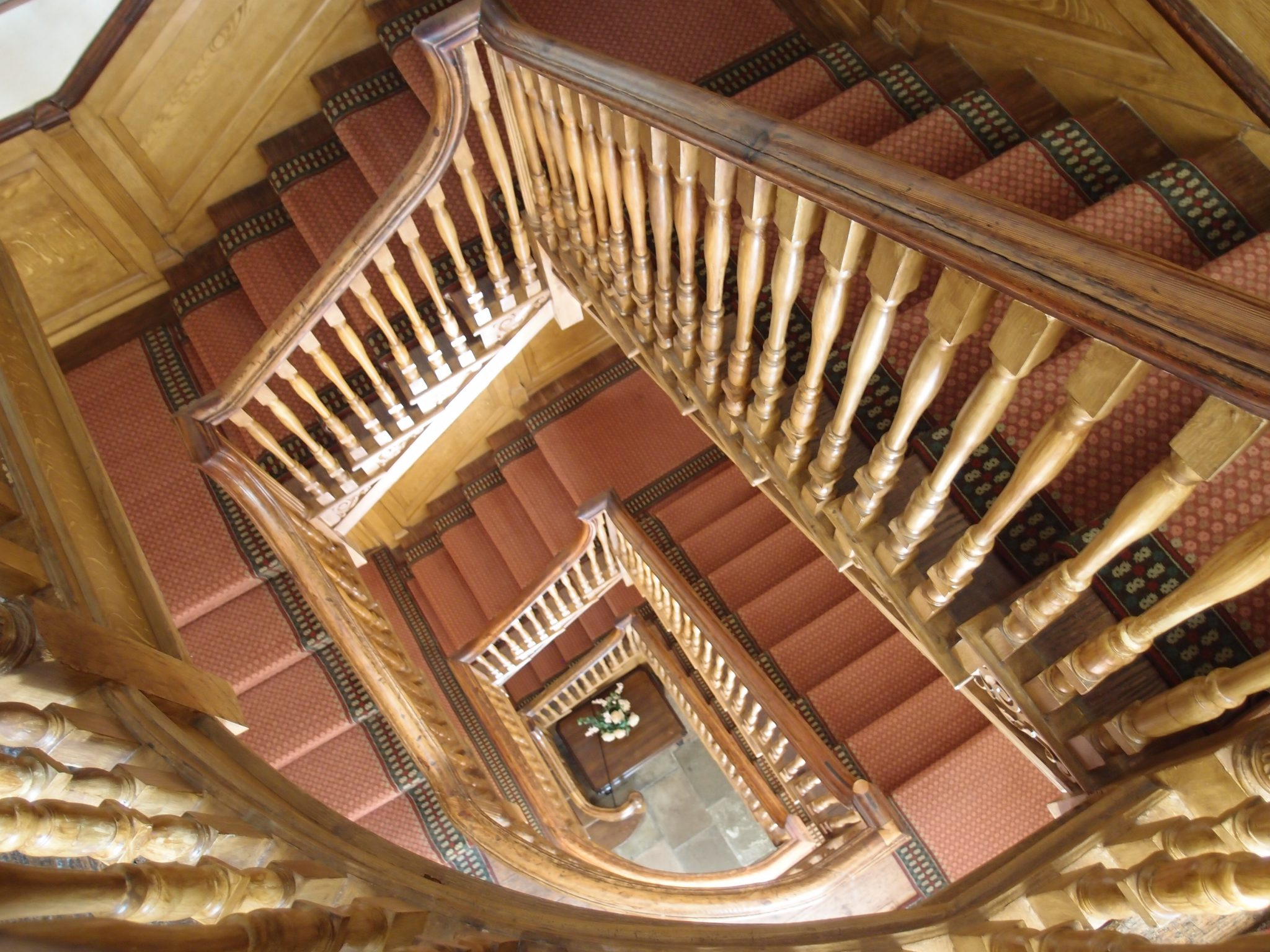 The Georgia Staircase, which rises through 4 floors, was built in the late 18th century.