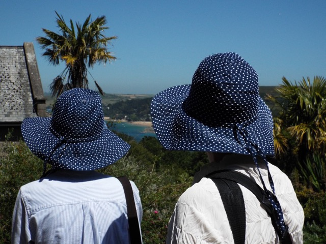 Anne and Nan in matching sun hats, on the English Riviera. Photo by David Guy.