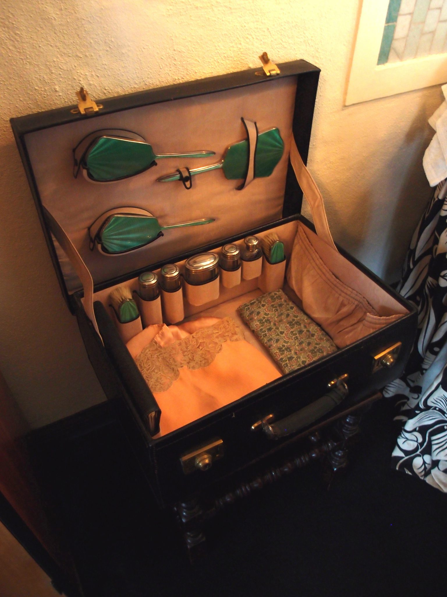 In Dorothy's Bedroom: a traveling-case, typical of the 1930s.