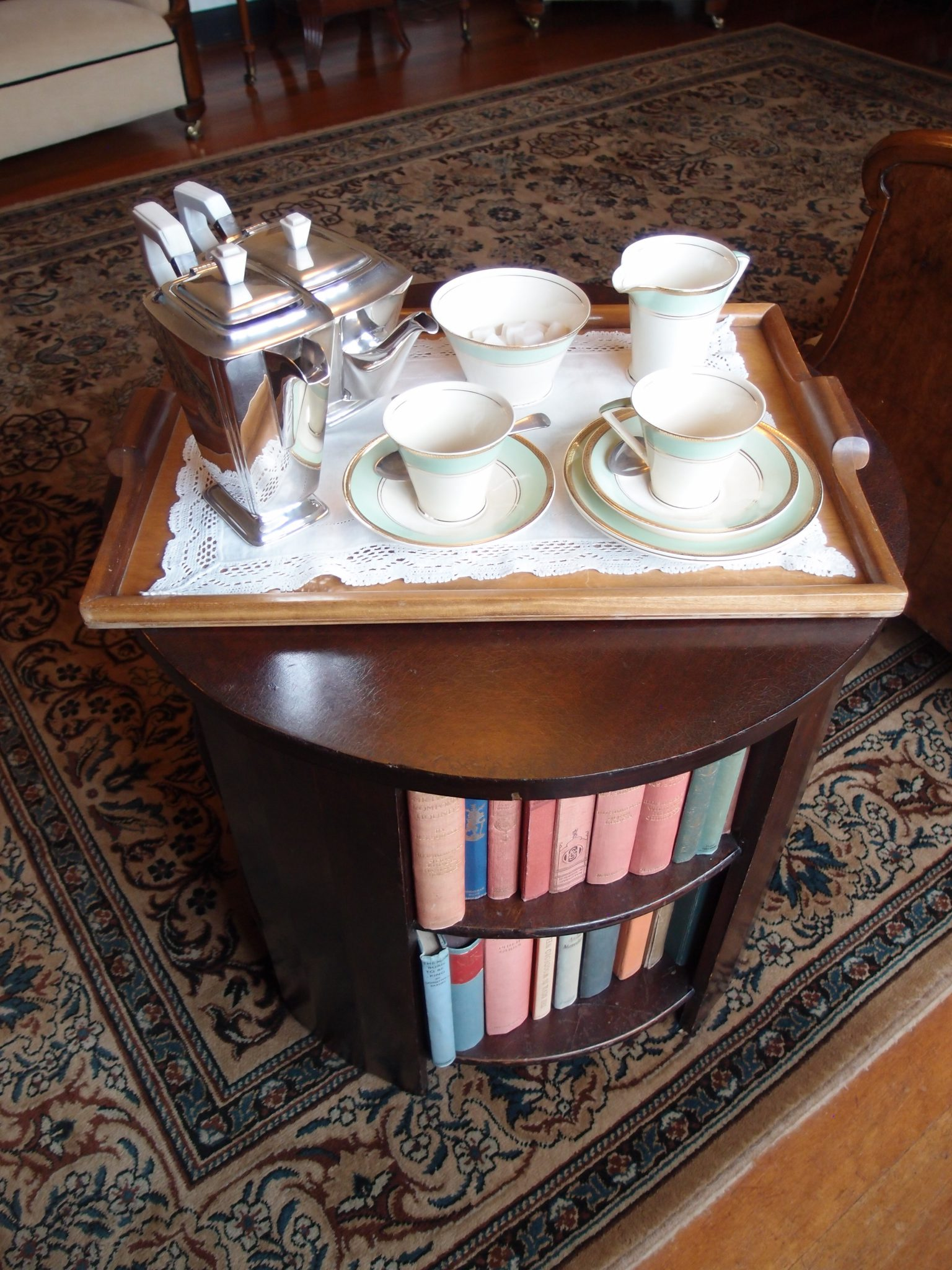 As someone who is addicted to both tea and books, this Sitting Room arrangement pushes ALL of my buttons...