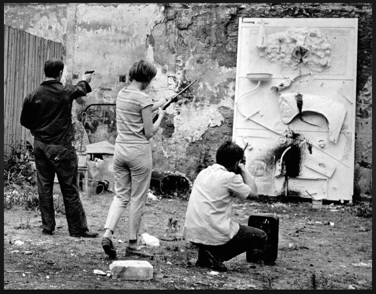 Niki, about to pepper her art with bullets. Image courtesy of Il Fondazione Giardino Dei Tarocchi.