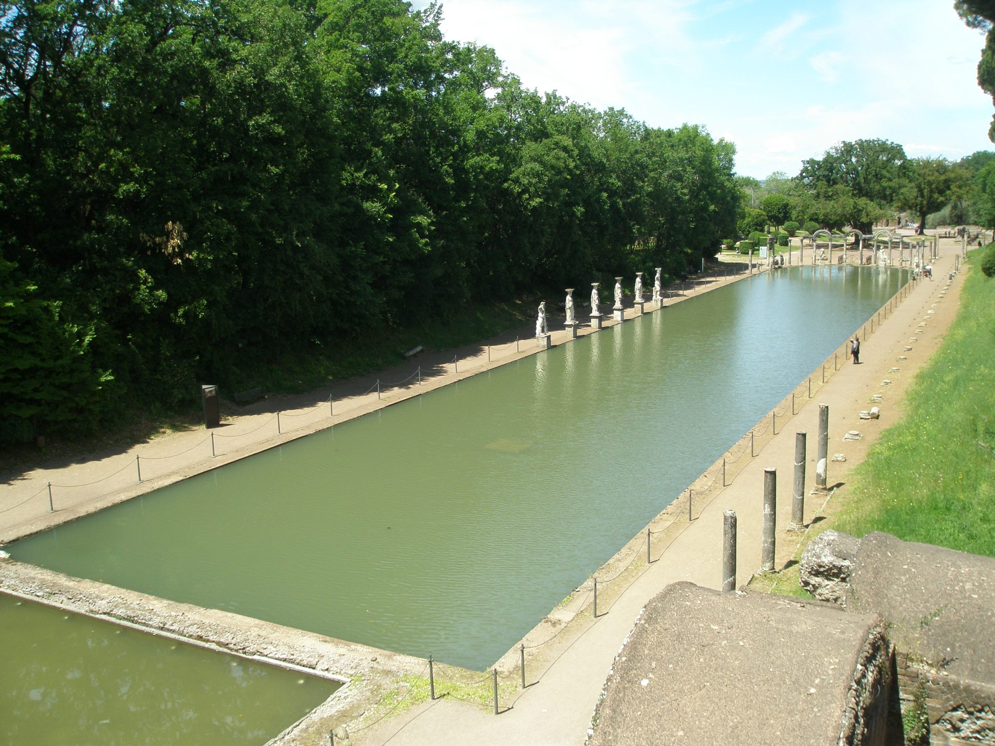 Emperor Hadrian's Canopus Pool, in Tivoli, as I visited it on yet another of Italy's scorchingly-hot days: on May 17, 2014.