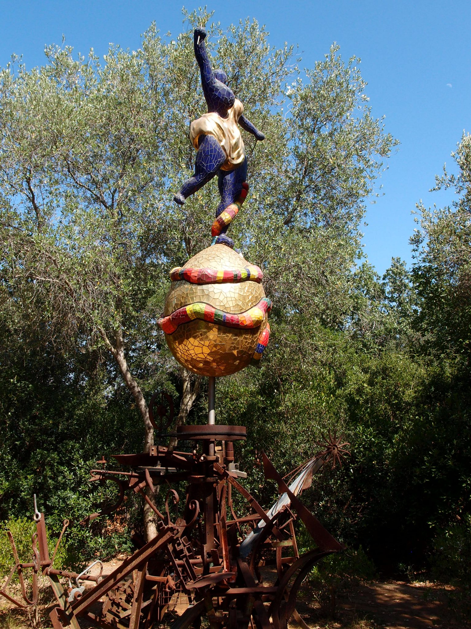 The World. Niki's sculpture balances atop a metal assemblage, made by Jean Tinguely.