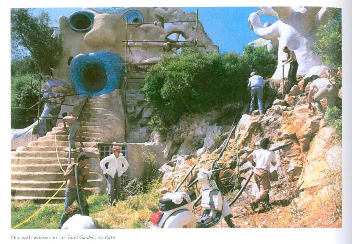 Niki on site, as High Priestess, and Tree of Life are being built. Image courtesy of Il Fondazione Giardino Dei Tarocchi.