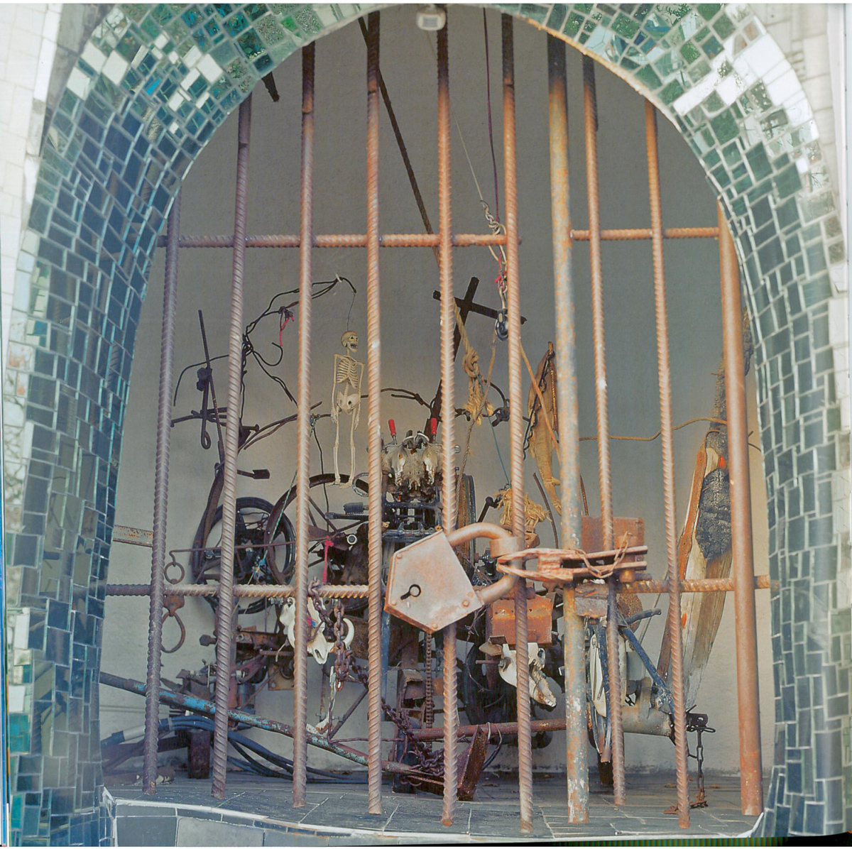 "Inside Justice, seen from the rear, is Jean Tinguely's motorized construction made in 1985, which represents ""Injustice."" Image courtesy of Il Fondazione Giardino Dei Tarocchi."